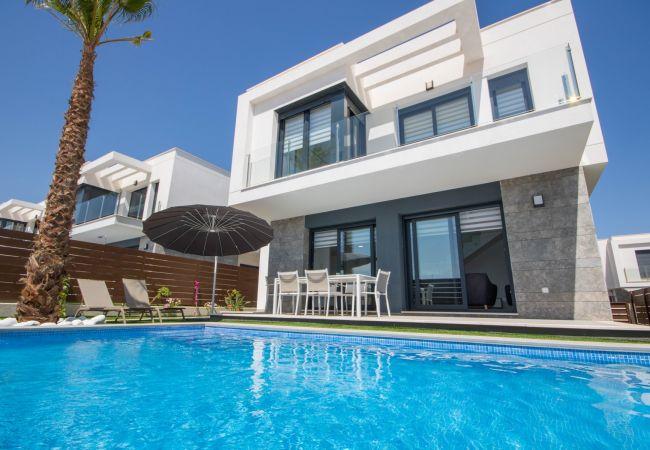 Villa en Orihuela - REF 3032