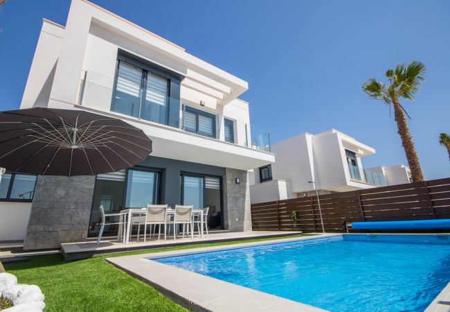 Villa en Orihuela - REF 3034