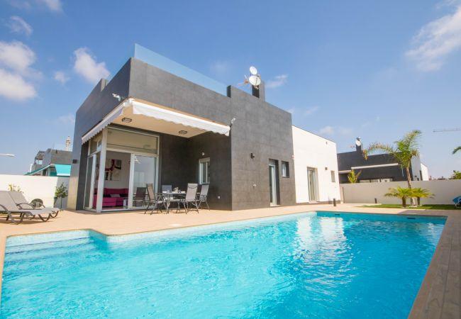 Villa en Torre de la Horadada - REF 3037