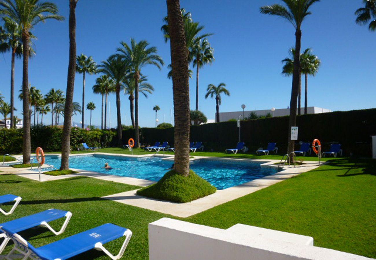 ZapHoliday – 2105 – locacion appartement à  La Duquesa, Costa del Sol – piscine