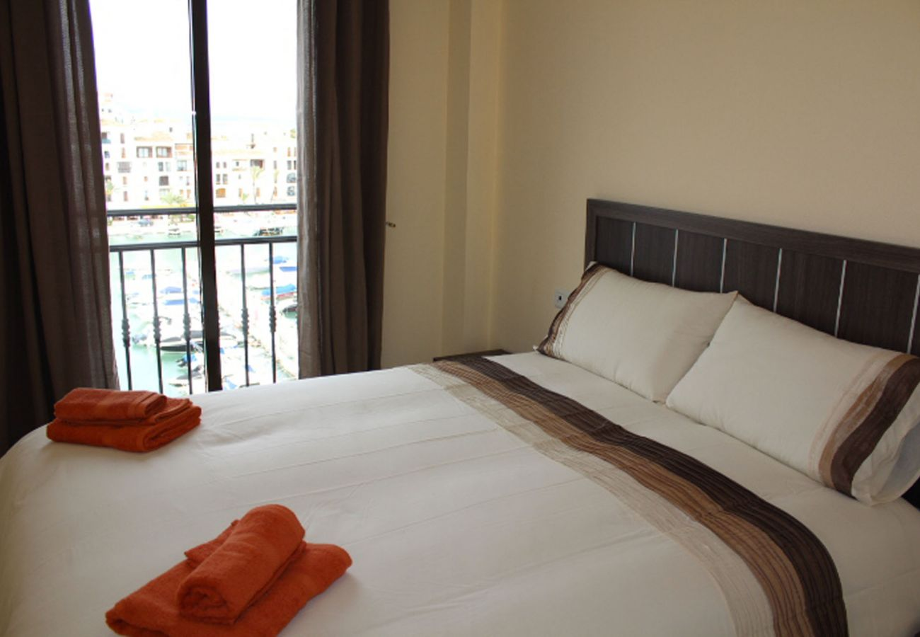ZapHoliday – 2105 – locacion appartement à  La Duquesa, Costa del Sol – chambre