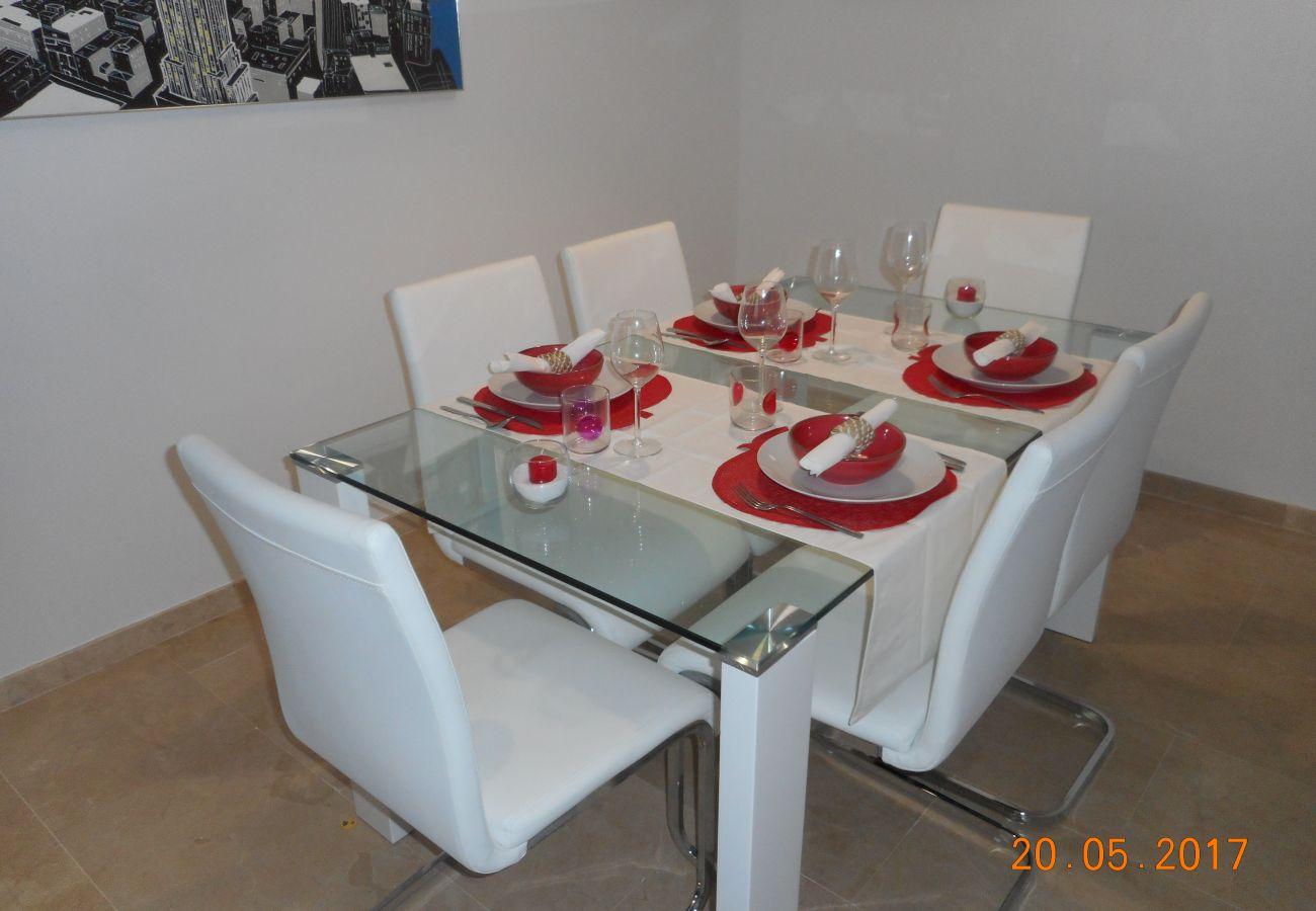 ZapHoliday – 2105 – locacion appartement à  La Duquesa, Costa del Sol – salon