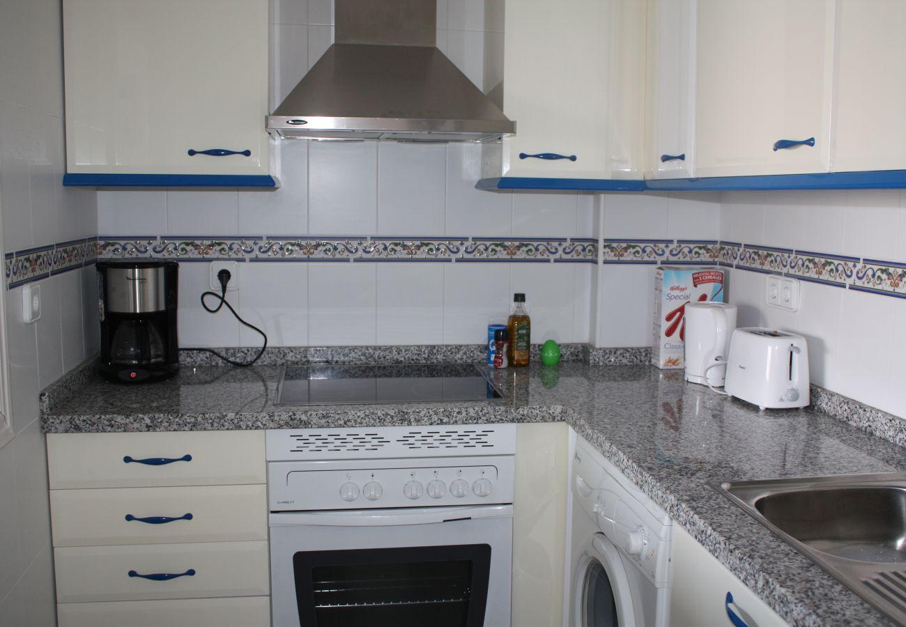 Zapholiday - 2099 - Appartement  à loué au Golf La Duquesa, Costa del Sol - cuisine