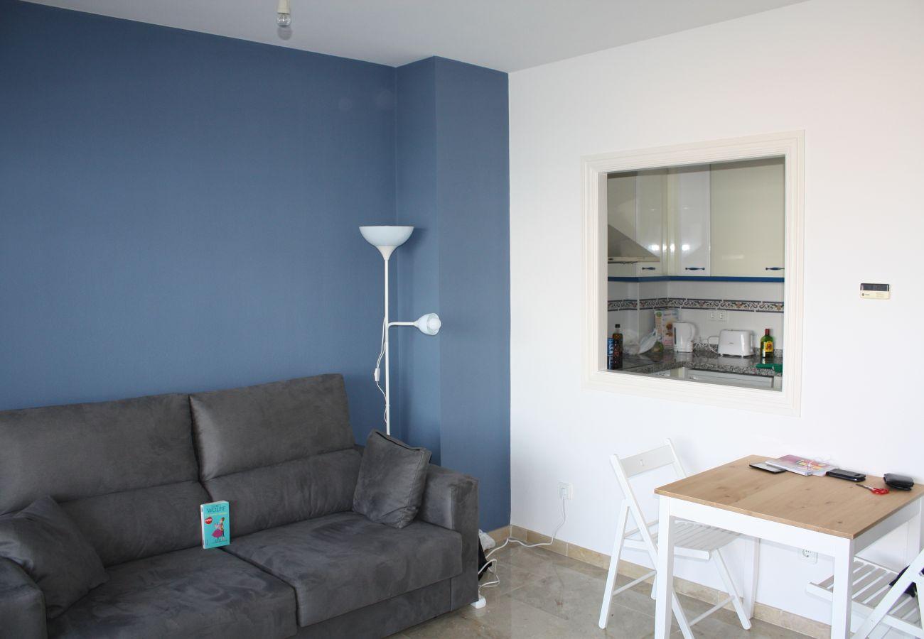 Zapholiday - 2099 - Appartement  à loué au Golf La Duquesa, Costa del Sol - salon