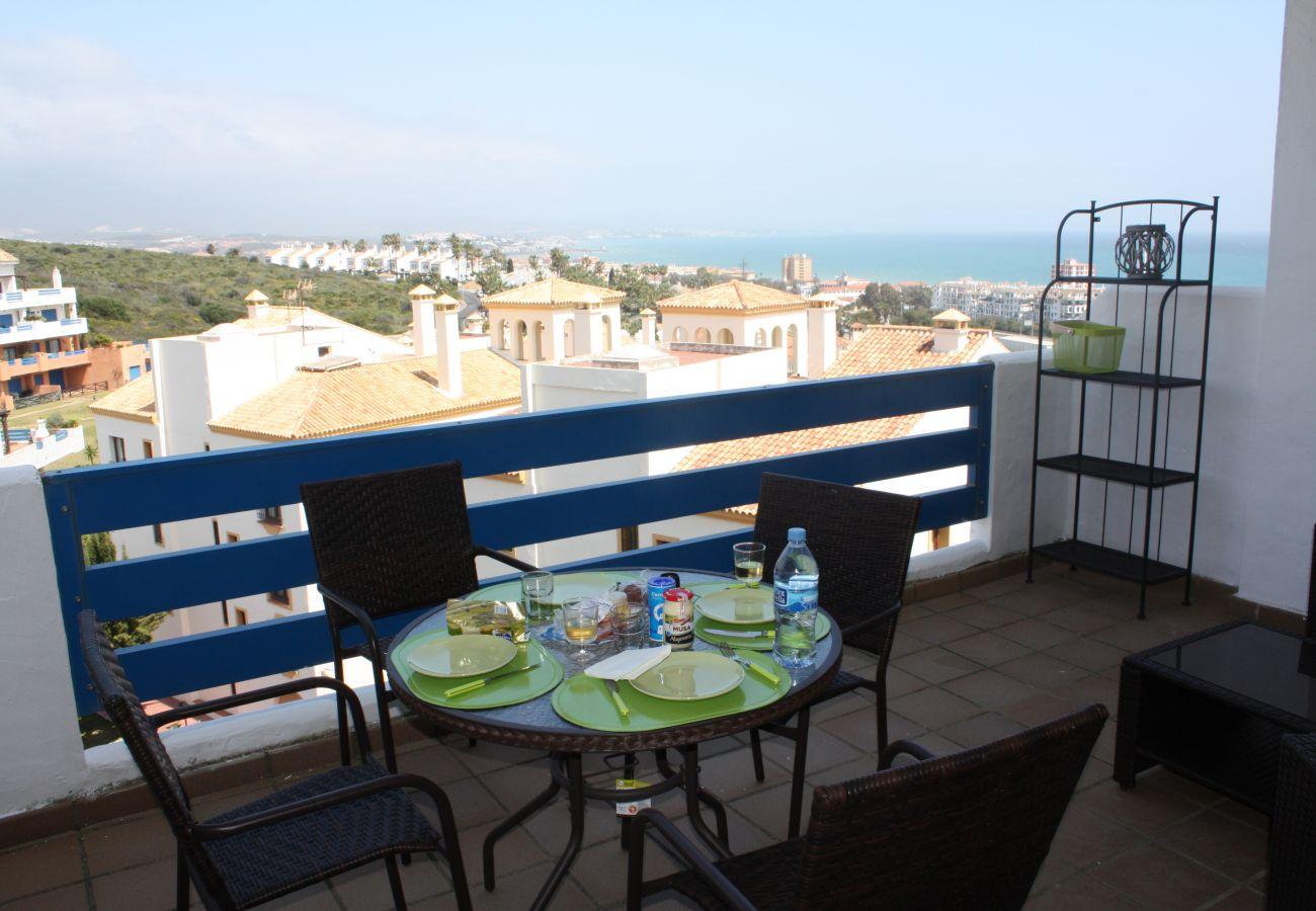 Zapholiday - 2099 - Appartement  à loué au Golf La Duquesa, Costa del Sol - terrace