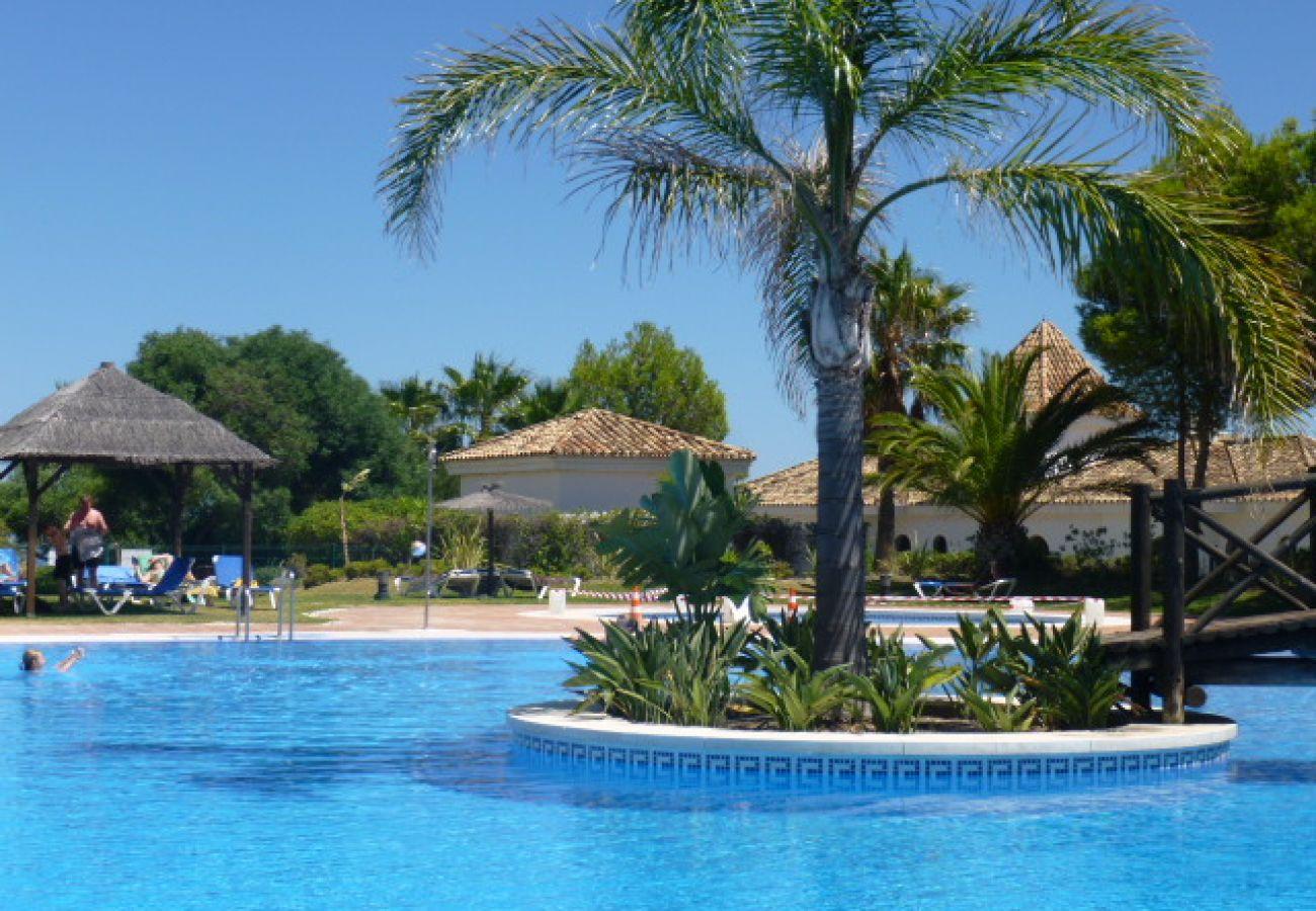 Zapholiday - 2099 - Appartement  à louer au golf de  La Duquesa, Costa del Sol - piscine