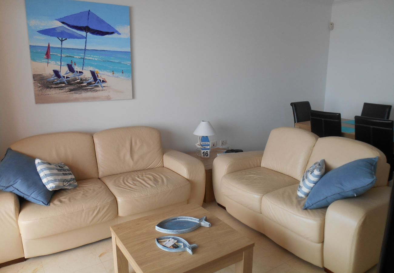 Zapholiday – 2180 – Location appartement Casares – salon