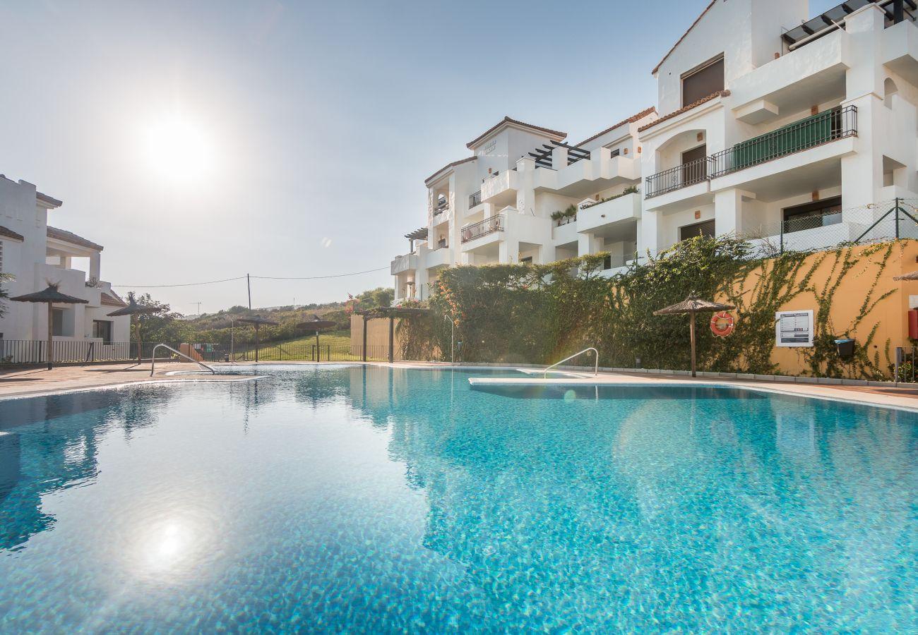 Zapholiday – 2209 – Location villa Alcaidesa - piscine