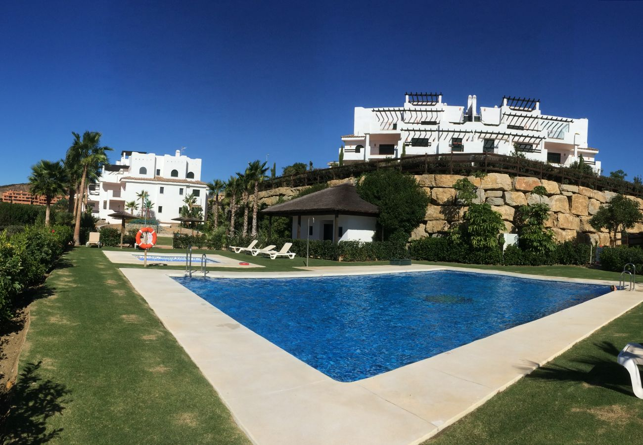 Zapholiday - 2215 - location appartement Casares - piscine