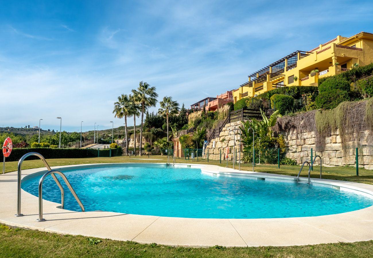 Zapholiday - 2225 - location appartement Casares - piscine