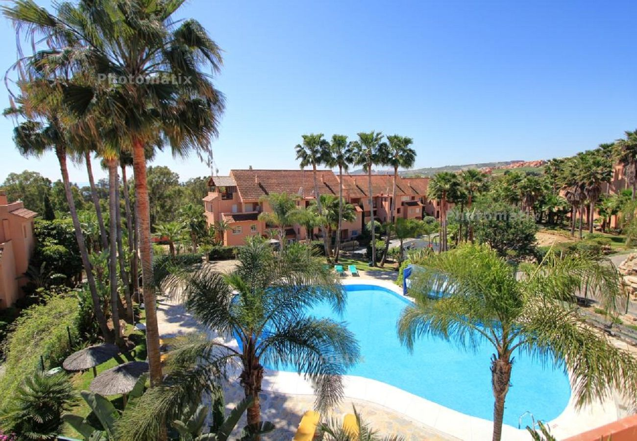 Zapholiday - 2231 - location appartement Casares - piscine