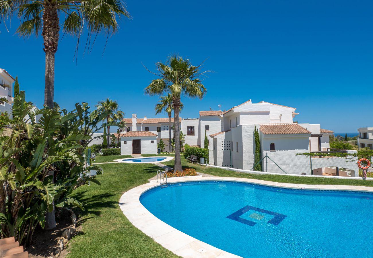 Zapholiday - 2246 - location appartement Casares - piscine