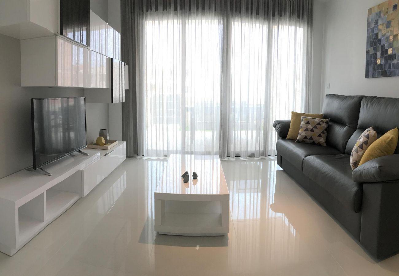 Zapholiday  –  3022  -  appartement Mil Palmeras, Costa Blanca  –   salon