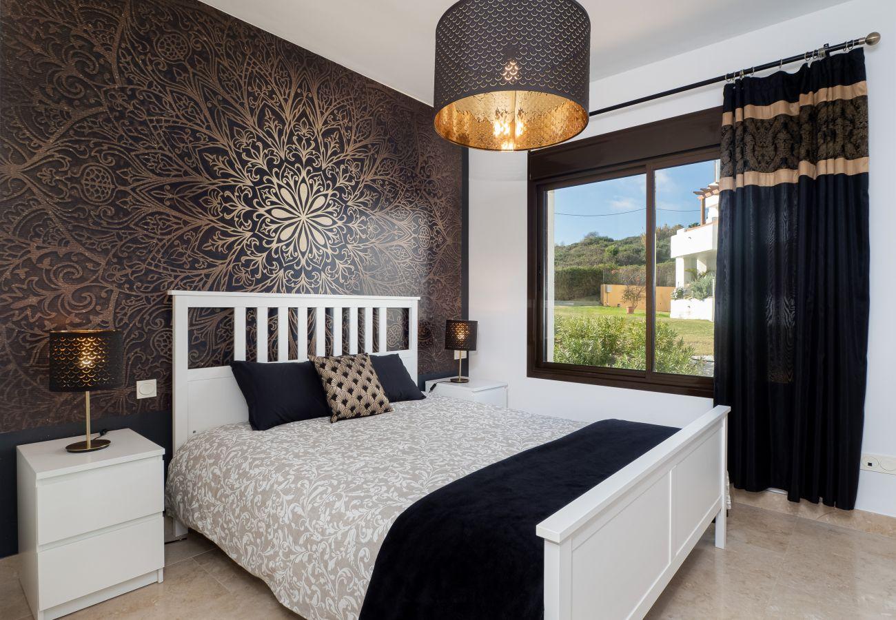 ZapHoliday - 2305 - apartment rental in La Alcaidesa, Costa del Sol - chambre